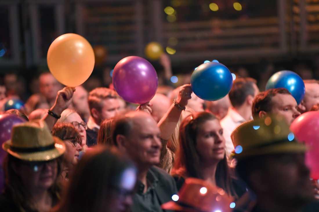 Publik inför Melodifestivalens sista deltävling i Lidköping Arena.