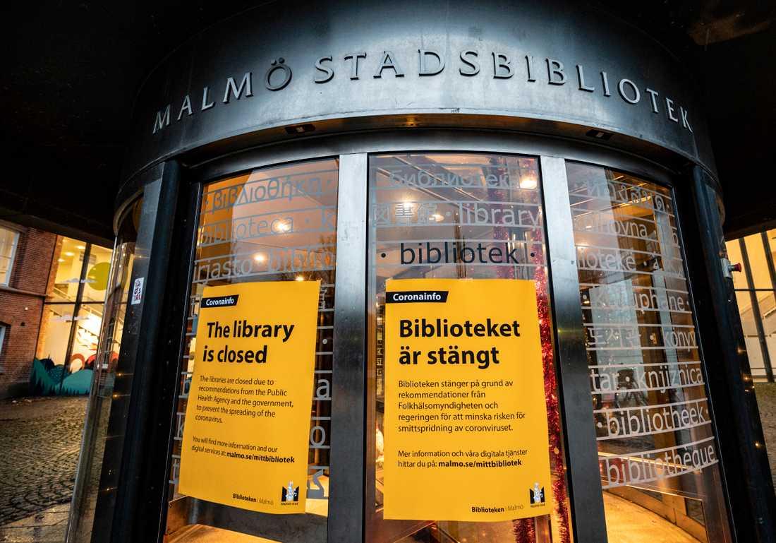 Malmö stadsbibliotek håller stängt med anledning av de nya rekommendationerna. Arkivbild.