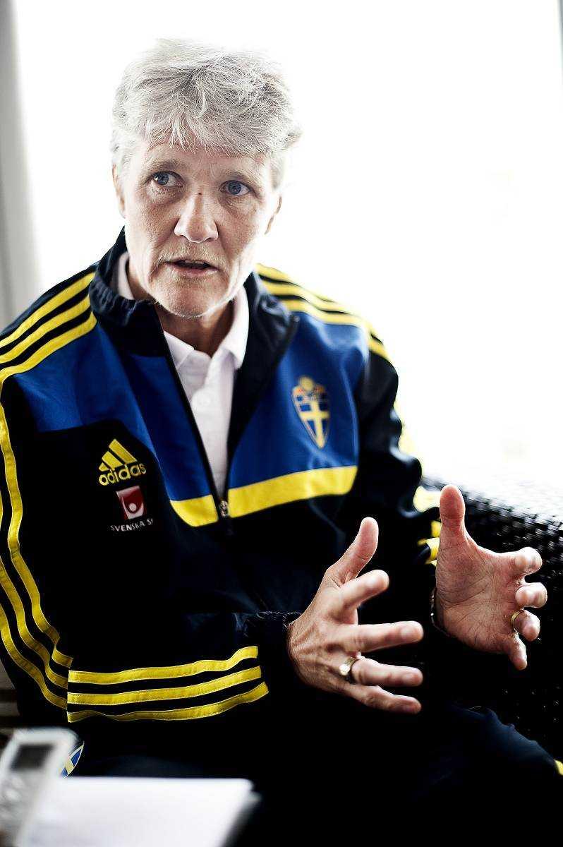 Sveriges nuvarande förbundskapten Pia Sundhage har tidigare tränat USA:s landslag i fotboll. Nu lockas hon av den totalt motsatsen – Nordkorea.