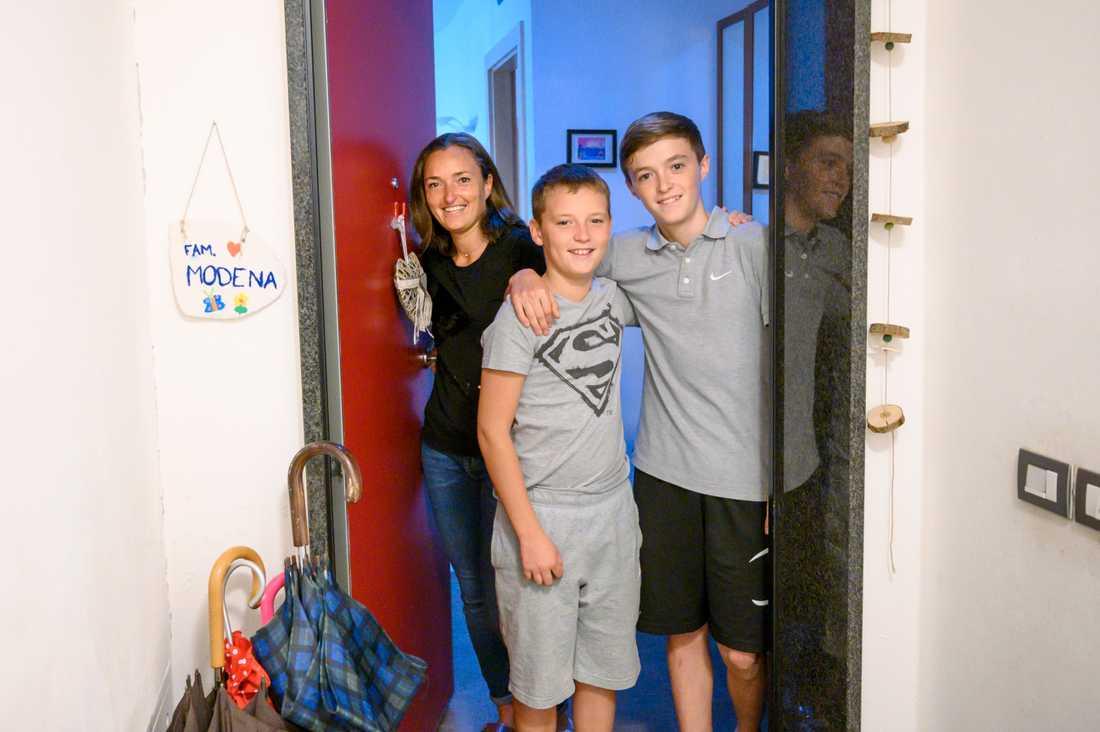 Familjen Modena klarade av nedstängningen av samhället på grund av att Elena arbetade nattetid. Om dagarna var hon hemma med barnen.