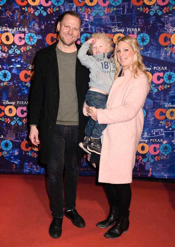 Anna Brolin med maken Jesper Rohdborn och äldsta sonen Elton.