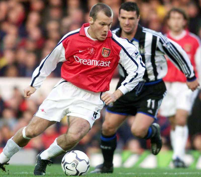 Mot Fredrik Ljungberg under sin sejour i Newcastle 2000.