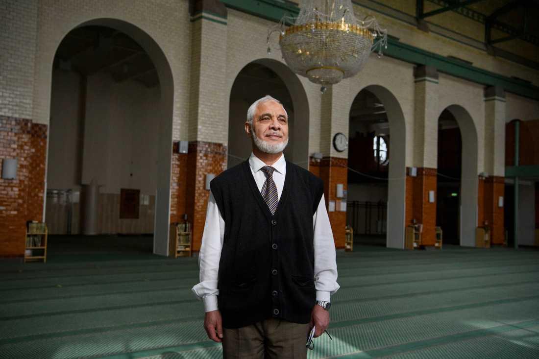 Mahmoud Khalfi, imam och direktör vid Stockholms moské, tycker det är tråkigt att se helgedomen stå tom.