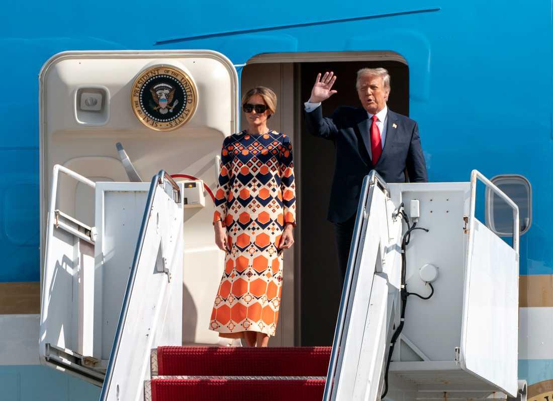 President Donald Trump och hans hustru Melania Trump anländer till Palm Beach, Florida.