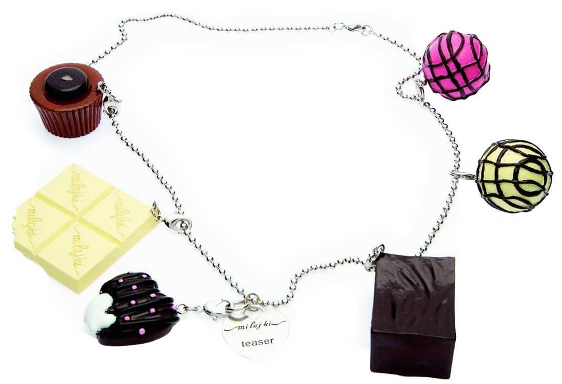 Fresta omgivningen med det här aptitretande halsbandet. Berlockerna går tyvärr inte att äta upp. Pris, 799 kronor, Mi lajki/www.accessora.se