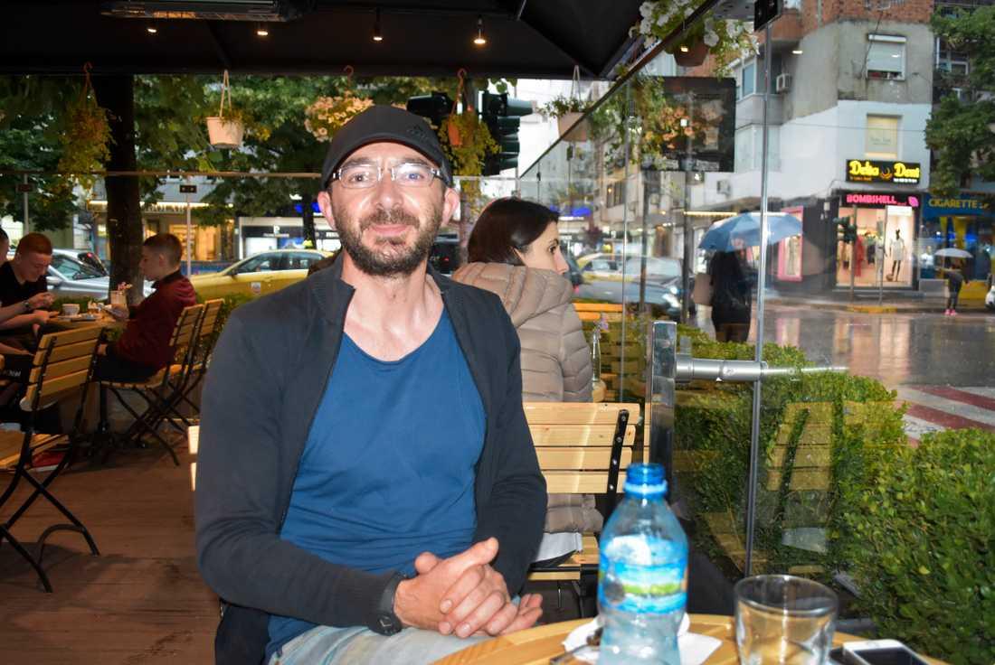Volontären Ened Mato har deltagit i räddningsinsatserna i Durrës.