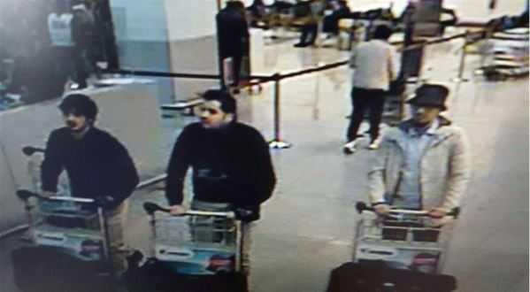Misstänkta Brysselterroristerna i bild från flygplatsens övervakningskamera.