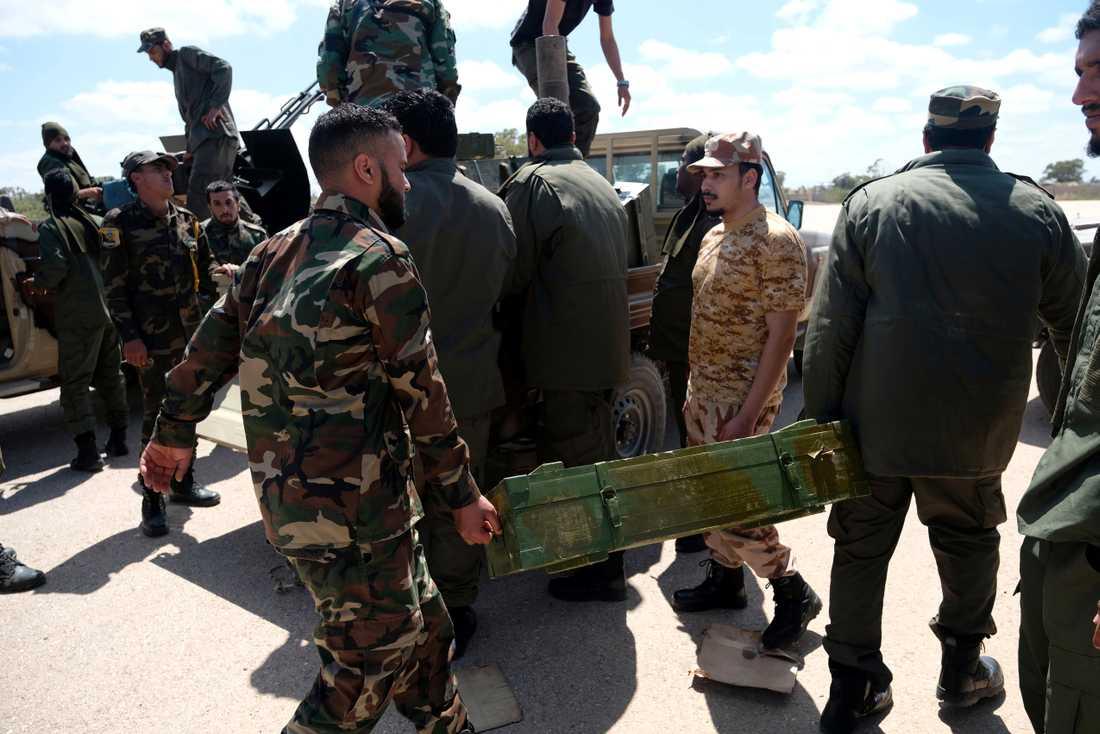 Libyens nationella armé (LNA) ska ha genomfört minst en flygräd mot en av Tripolis södra förorter.