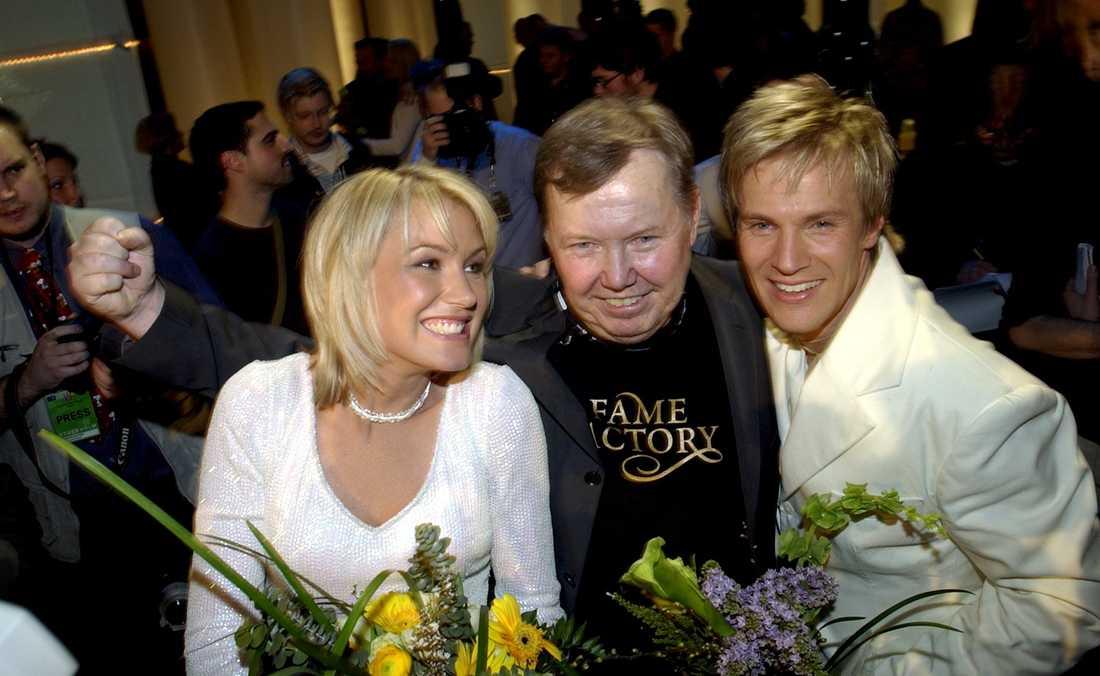 Glädjejubel efter att Fame vunnit Melodifestivalen 2003.