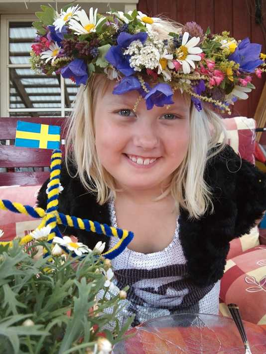 """Midsommar!"" skriver Madelene Brånn."