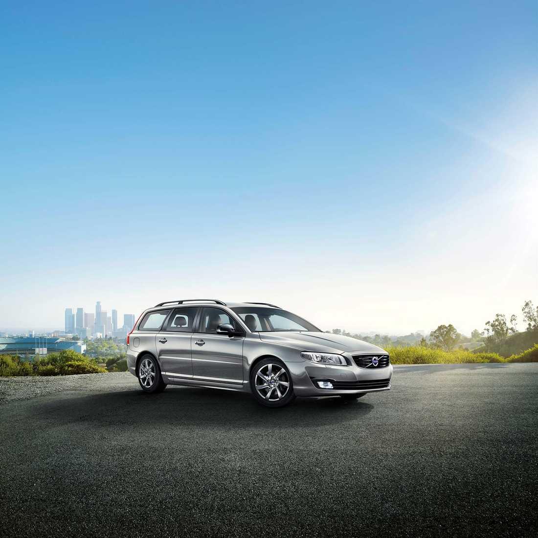 """Volkswagens konkurrerande bilhandlare i Sverige märker inte att intresset för diesel avtar – trots den tyska biljättens fusk. """"De senaste åren har vi sålt 90 procent dieselbilar. Volvo, med nya motorn med 180 hästkrafter kommer fortsätta att sälja även efter det som hänt med Volkswagen, säger Glenn Engelbrektsson, försäljningschef på Stendahls Bil""""."""