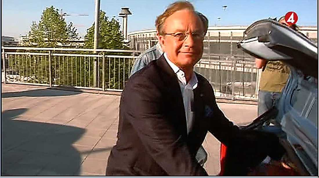 Anders Lettström anlände till Arlanda i går – men vill inte uttala sig.