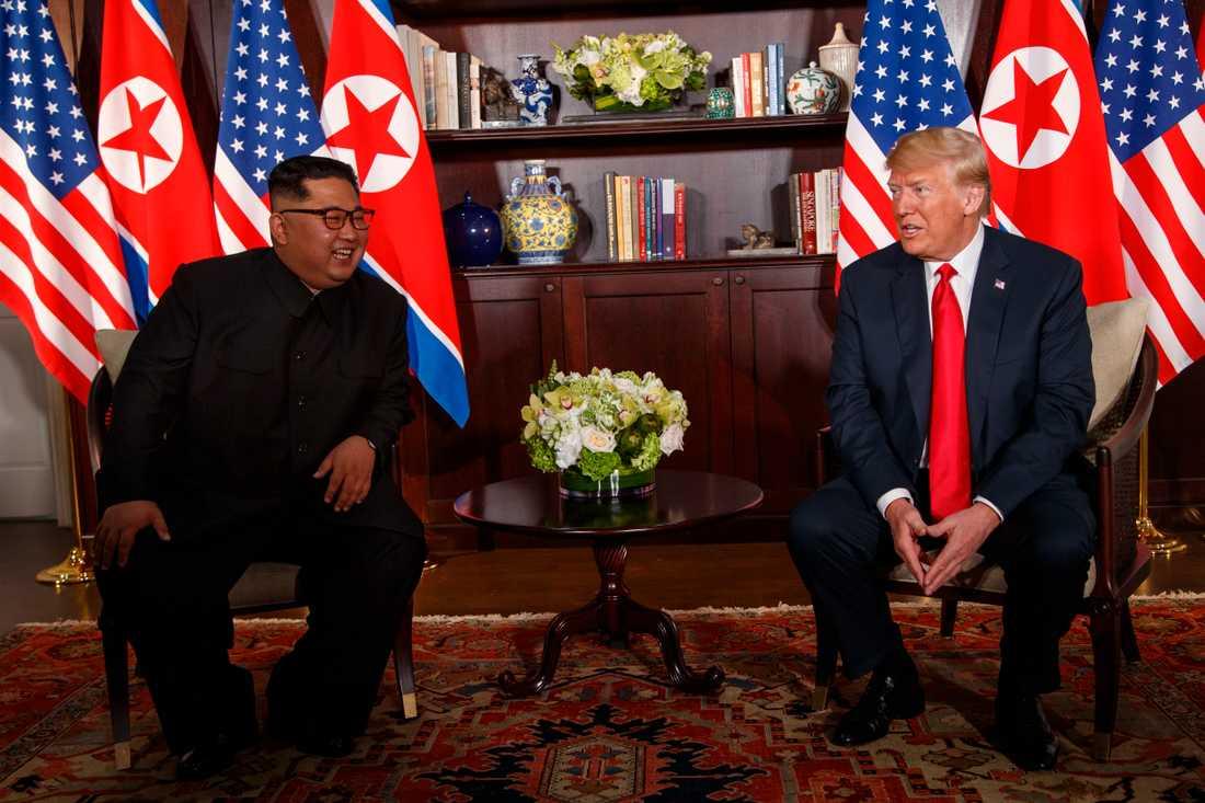 – Vi har fantastisk kemi, sade USA:s president Donald Trump efter det historiska mötet med Nordkoreas ledare Kim Jong-Un i Singapore i juni förra året.