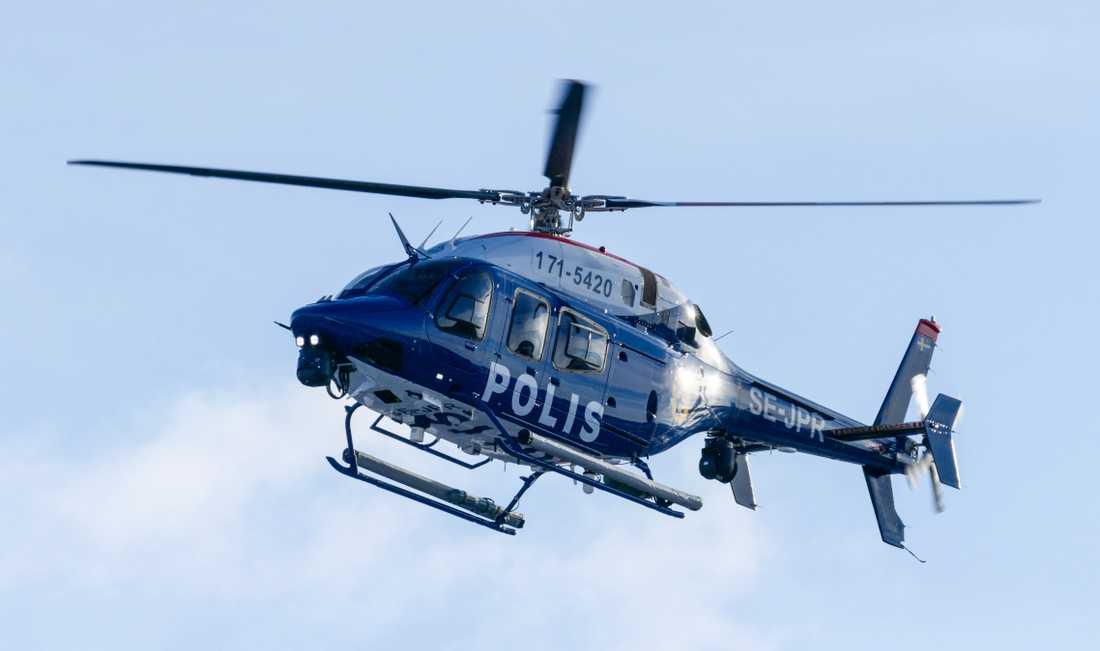 Helikoptrar deltar i sökandet efter pojken. Arkivbild.