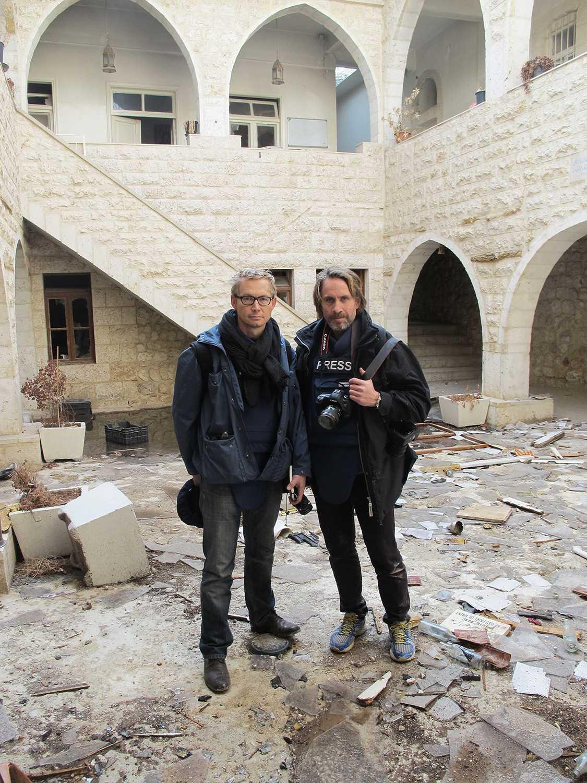 Magnus Falkehed och Niclas Hammarström i Mar Sarkis kloster i Maaloula, Syrien.