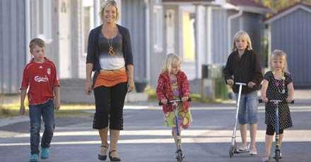 Jenny Franzén och hennes fyaa barn får inte familjerabatt.