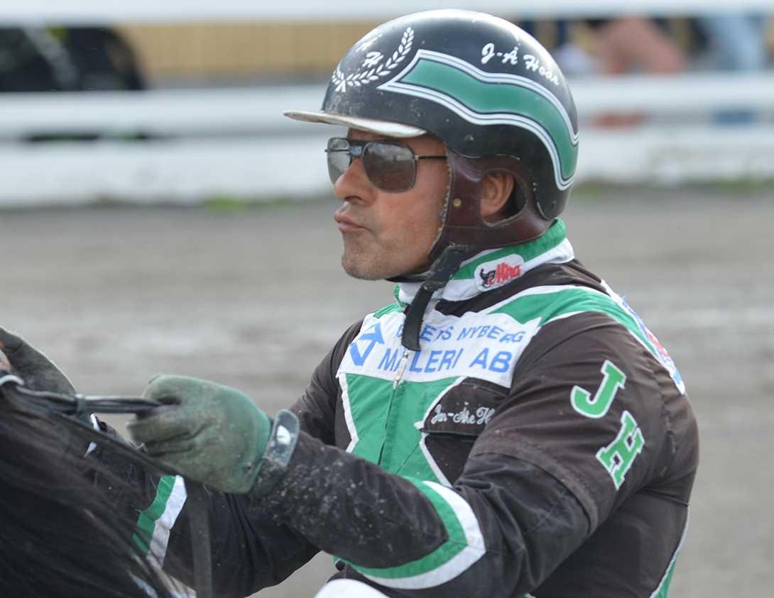 Jan-Åke Hoas kör luringen Dino Dollar i V86–6.