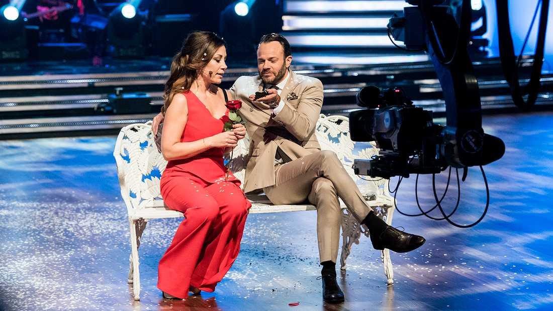 """""""Let's dance""""-programledarna Tilde de Paula Eby och David Hellenius."""
