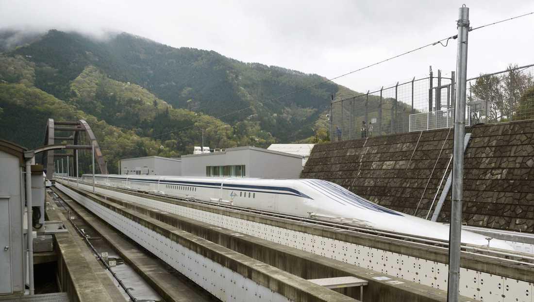 Kinas statliga rälsfordonstillverkare CRRC har tagit fram supersnabba magnettåg, likt detta från Japan. Liksom den japanska motsvarigheten ska tågen färdats i omkring 600 kilometer i timmen. Arkivbild.