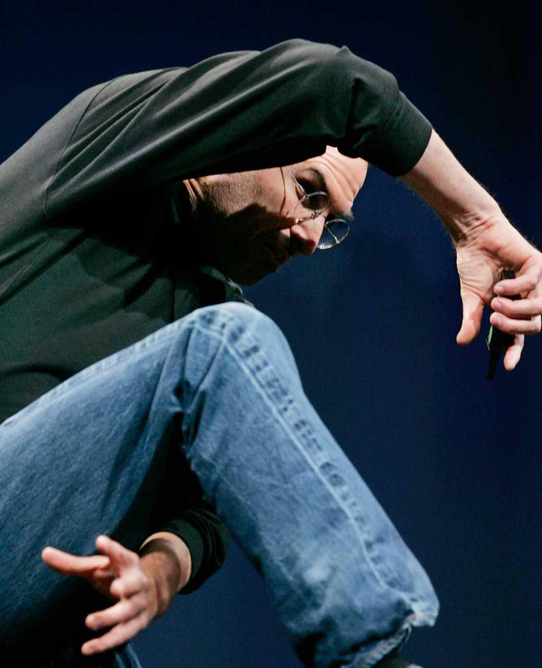 Gäster med gester Steve Jobs som vi inte är vana att se honom. Här på scenen på MacWorld 2007.