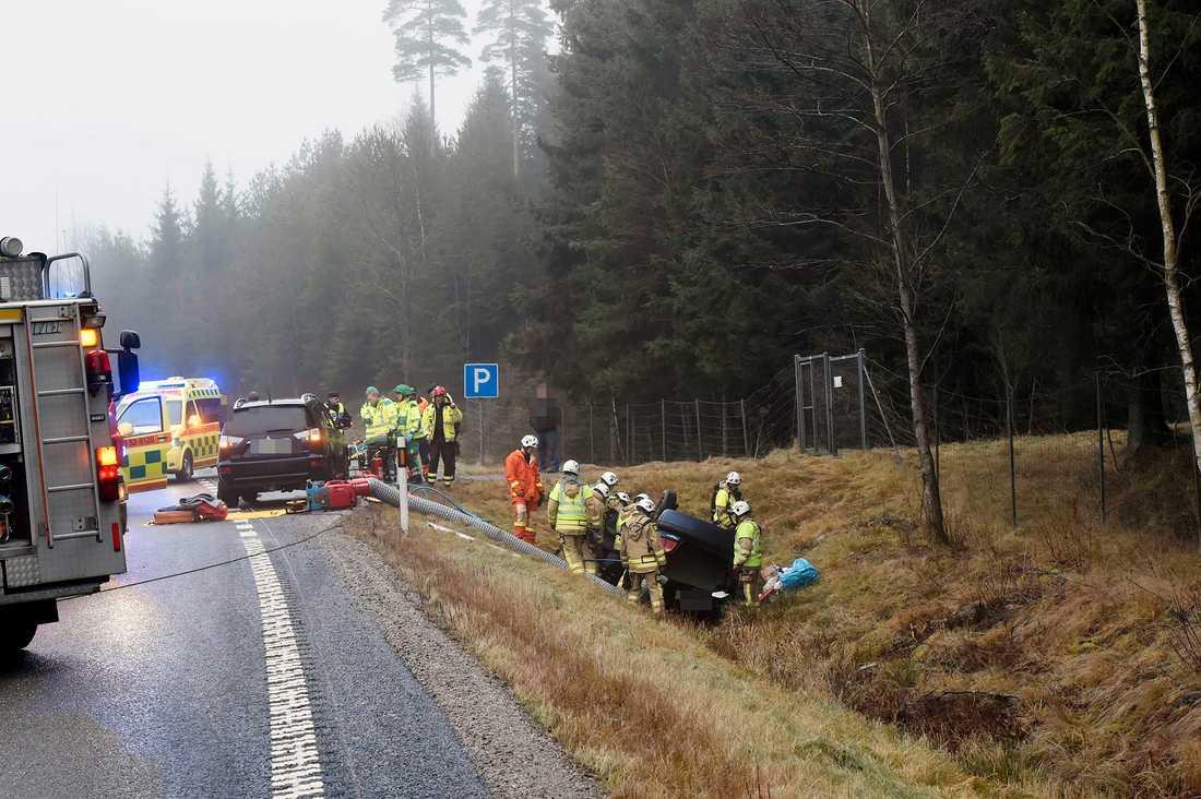 Olycka mellan lastbil och personbil mellan Viskafors och Borås på torsdagsförmiddagen.