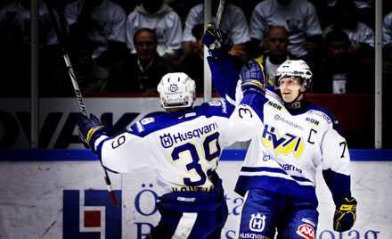 HV-JUBEL IGEN Johan Davidsson och hans HV 71 fick glädjas åt tre poäng. Men spelet mot Luleå lämnade mer att önska...