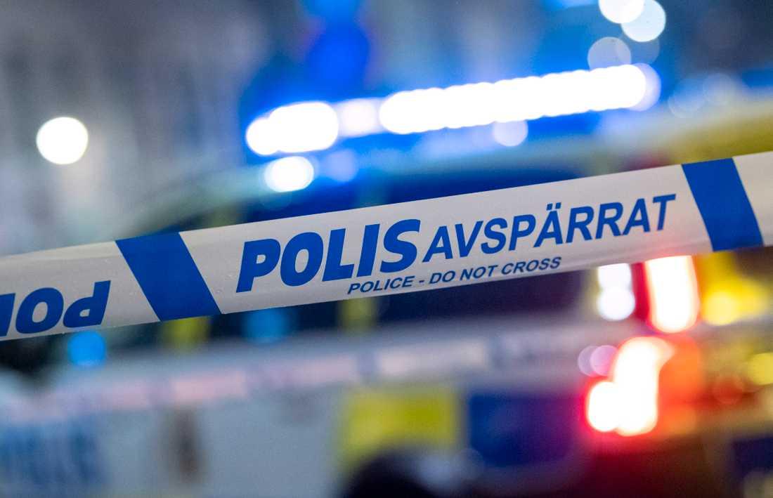 En man körde rakt in i en villadörr i Timrå natten till lördagen. Akrivbild.
