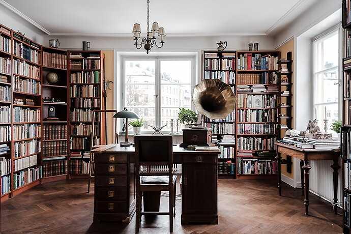 Bibliotek/arbetsrum.