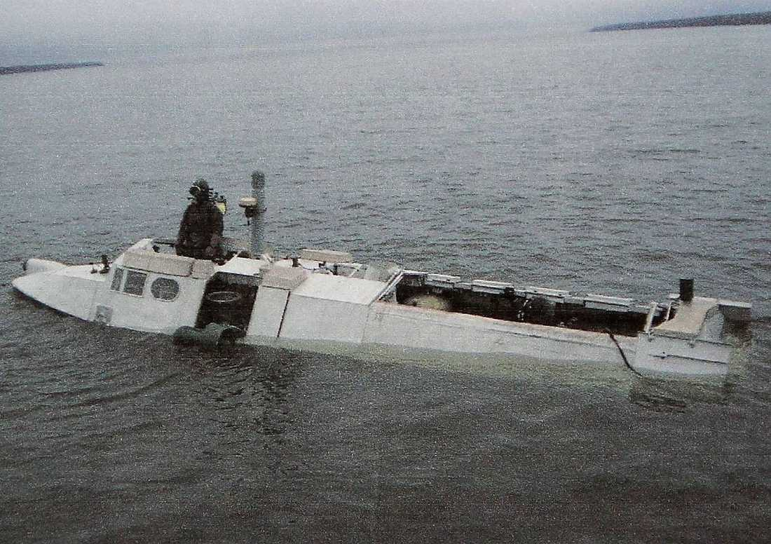 Här i området och med den här typen av ubåt, en Triton-NN, som har plats för tio personer, kan de misstänkta ha tagit sig i land, enligt underrättelseexperten Joakim von Braun.