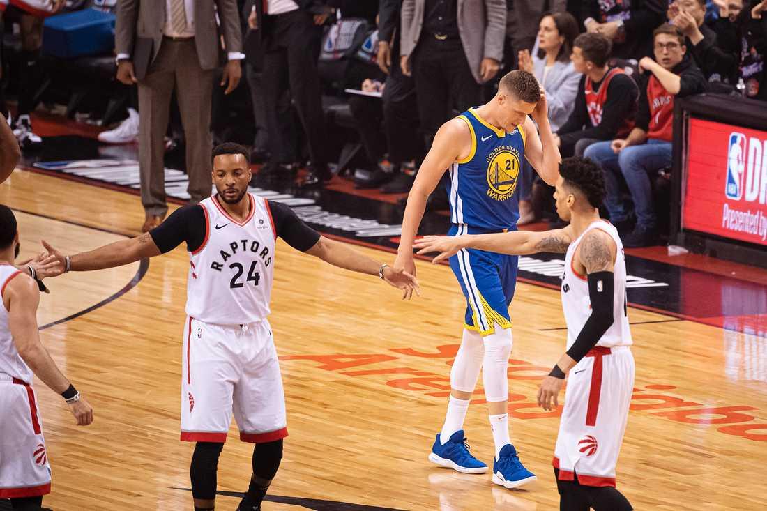 Toronto Raptors vann första finalen med 118–109.