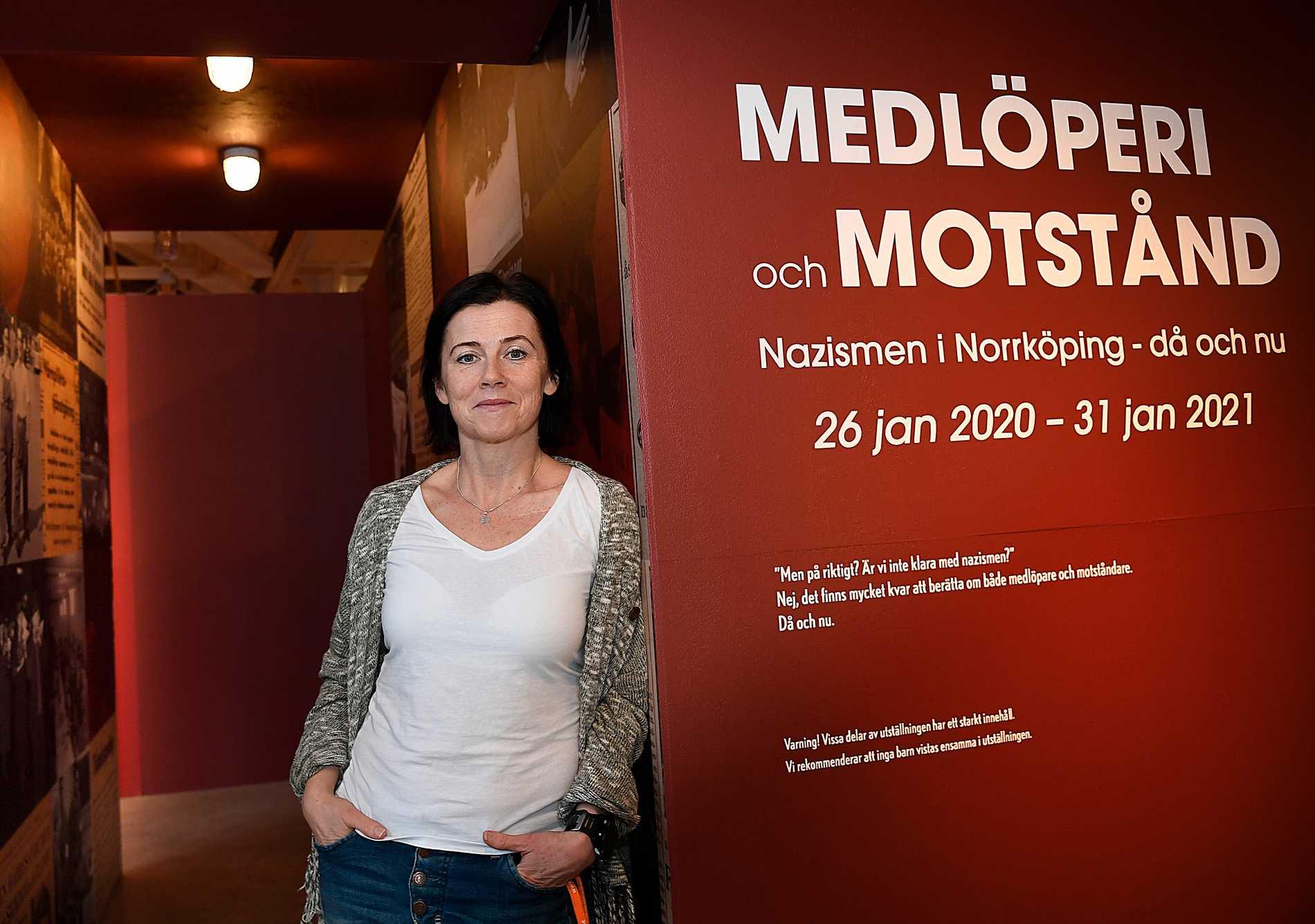 Maria Modig är tillförordnad museichef på Stadsmuseet i Norrköping där Sverigedemokraterna polisanmälde museets utställning om rasism. I Sölvesborg, SD:s skyltfönster, fick motsvarande chef gå.