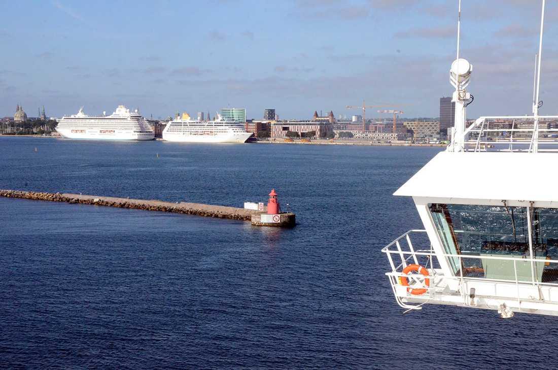 Good morning, Copenagen! På väg in i hamnen, där det denna dag låg sammanlagt åtta kryssningsfartyg.
