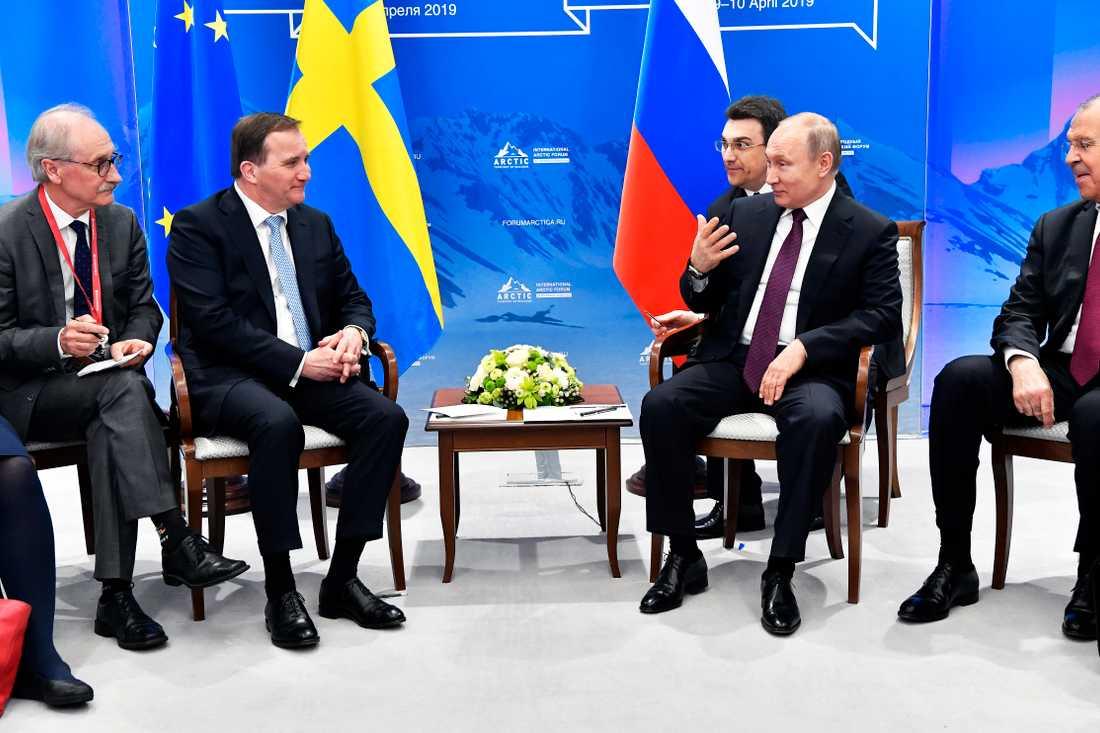 Sveriges statsminister Stefan Löfven träffar Rysslands president Vladimir Putin.