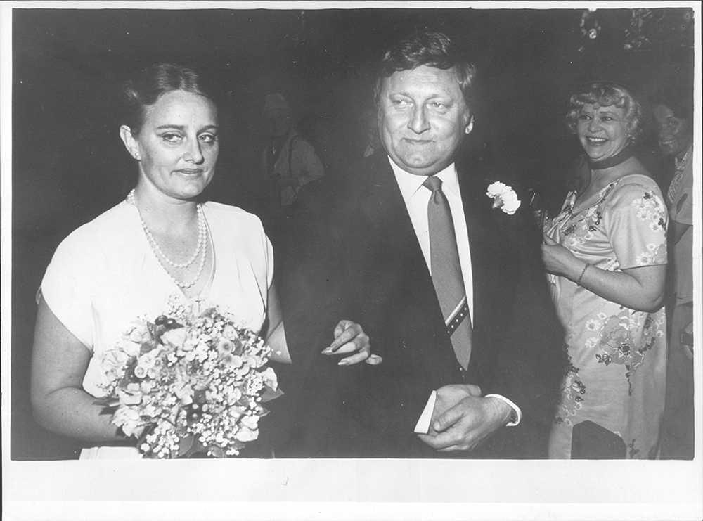 I början av 80-talet gifte han sig med Ruth Währdal. Tillsammans har de tre barn.