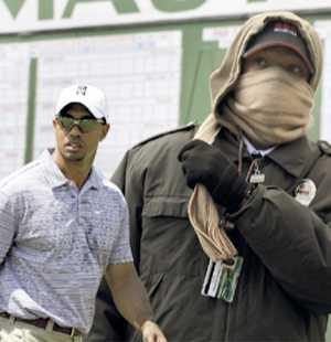 300 vakter och poliser ska skydda Tiger Woods i comebacken.