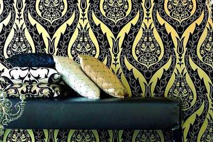 Blänker Intrade säljer Raffles underbart blänkande skönheter att inreda sina väggar med. Denna tapet kostar ca 998 kr/rulle.
