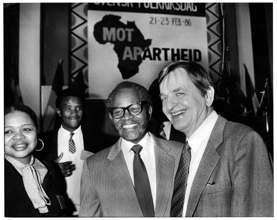 Olof Palme med ANC:s partiledare Oliver Tambo den 21 februari 1986 – en vecka innan Palme blev mördad.