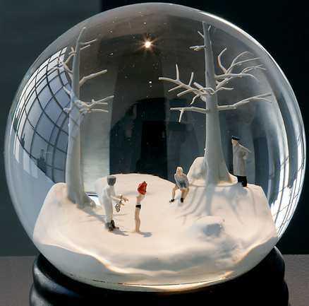 """""""Resenär"""" är en serie snöglober av Walter Martin och Paloma Muñoz."""