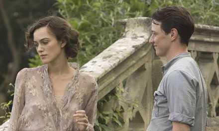 """Keira Knightley och James McAvoy i """"Försoning""""."""
