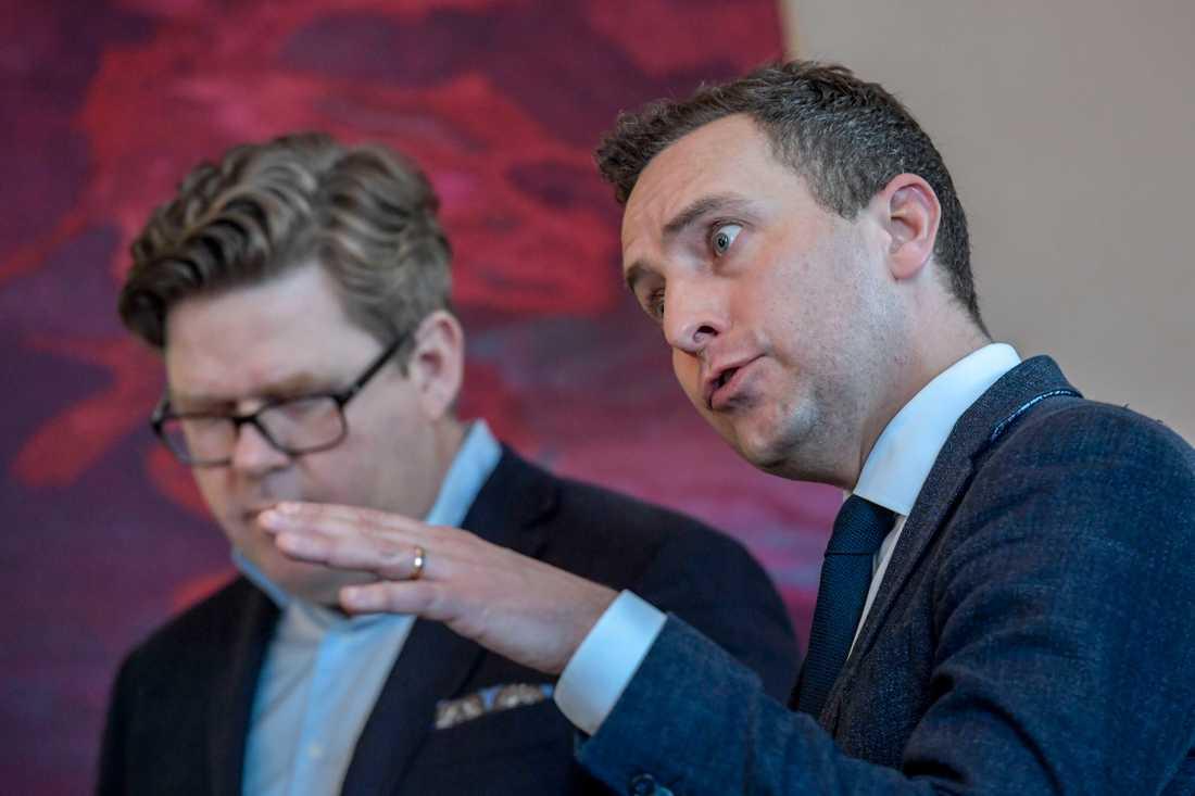 Moderaternas partisekreterare Gunnar Strömmer (t.v.) och rättspolitiske talesman Tomas Tobé (t.h.).