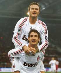 debuten David Beckham och Alexander Pato jublar efter brasilianarens 2–1-mål borta mot Roma. Beckham gjorde sin första match för Milano-klubben och fick spela i 89 minuter.