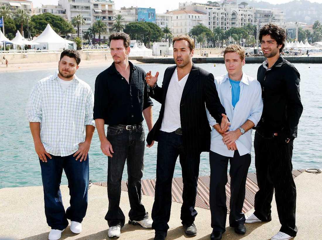 """Stjärngänget Jerry Ferrara, Kevin Dillon, Jeremy Piven, Kevin Connolly och Adrian Grenier spelar gänget i """"Entourage""""."""