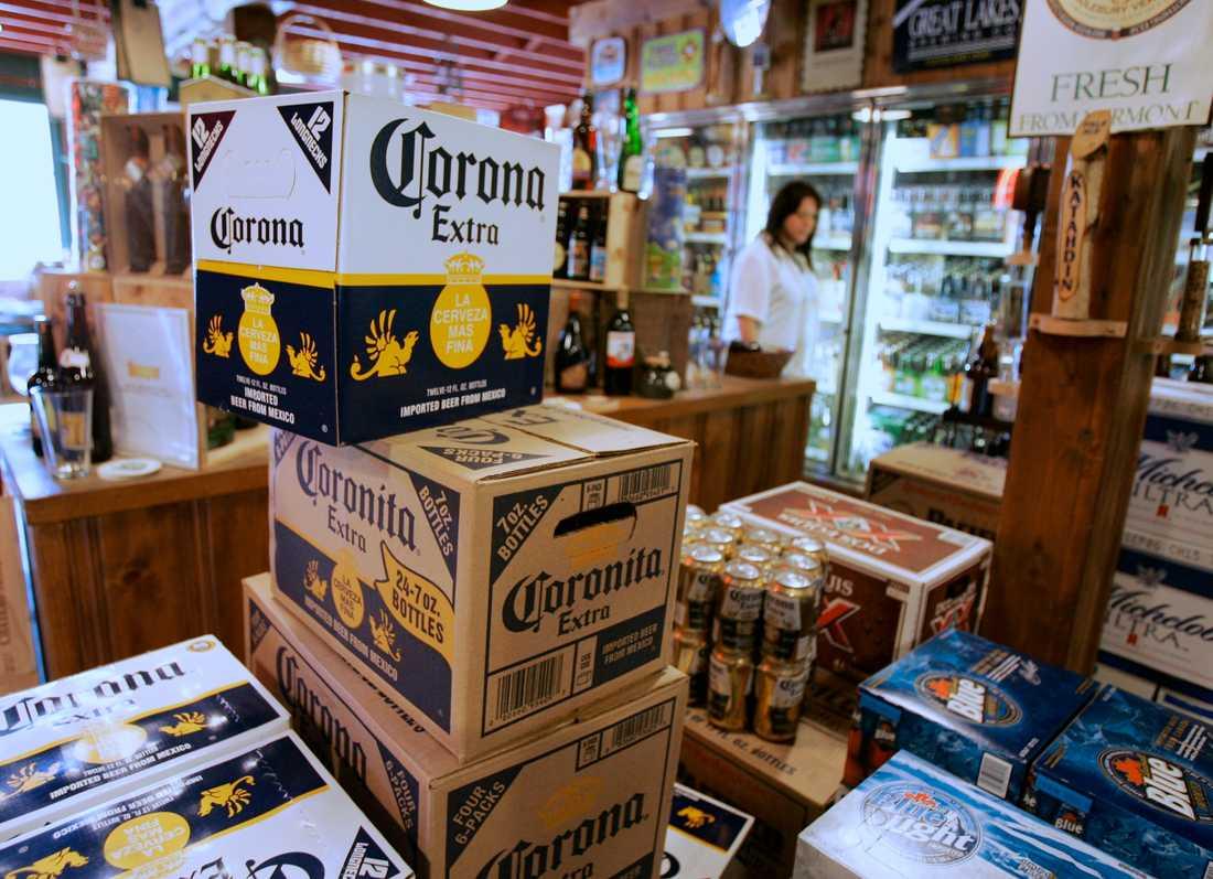 Lådor med Corona öl
