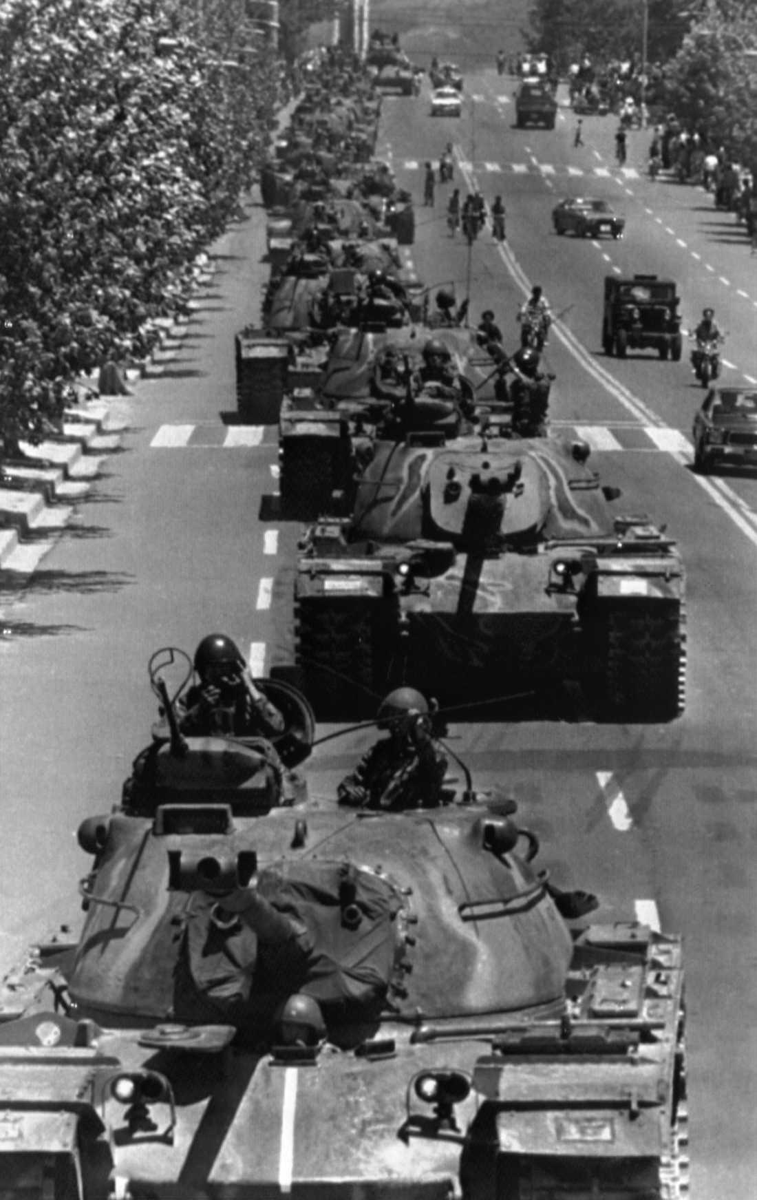 Militären med general Chun Doo-Hwan i spetsen åker i stridsvagnar genom Kwangju efter att ha gripit makten under en militärkupp. Arkivbild.