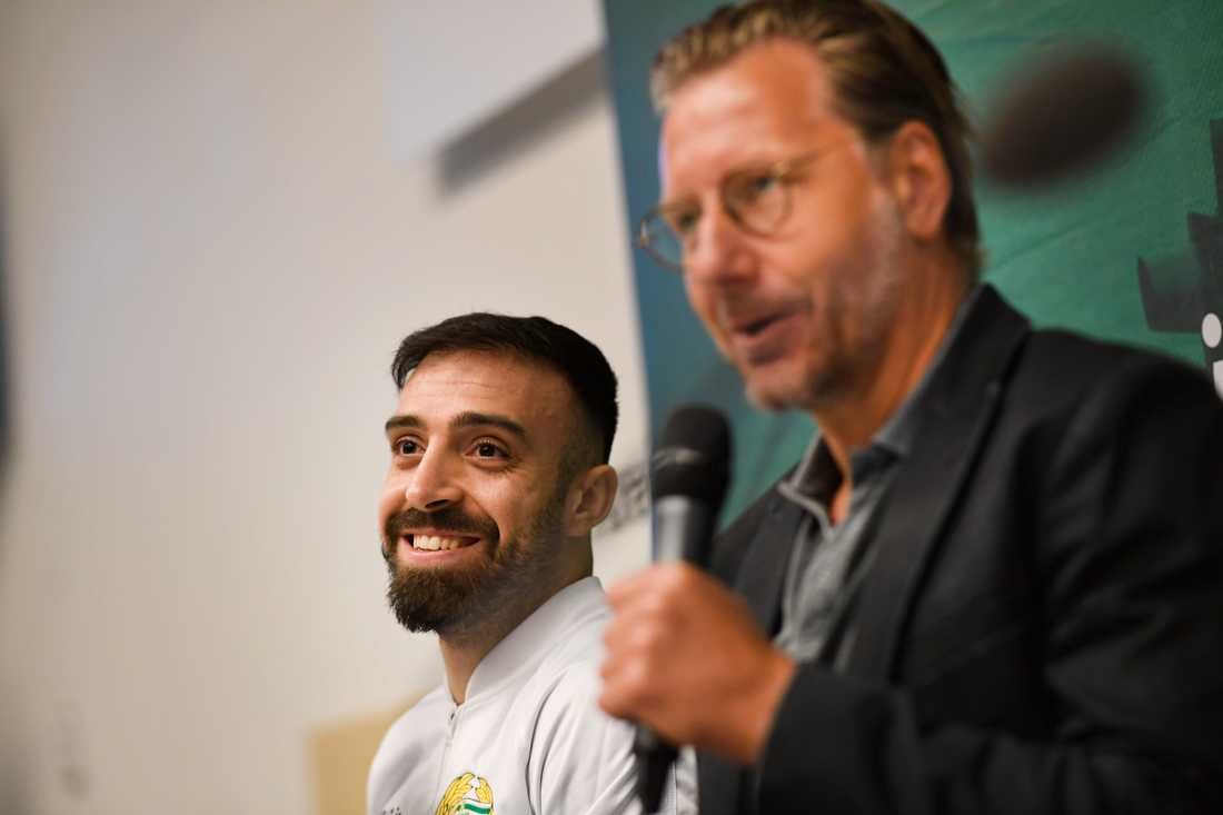 Hammarbys sportchef Jesper Jansson, till höger, fick hjälp av Zlatan Ibrahimovic att locka Abbe Khalili, till vänster, till Hammarby