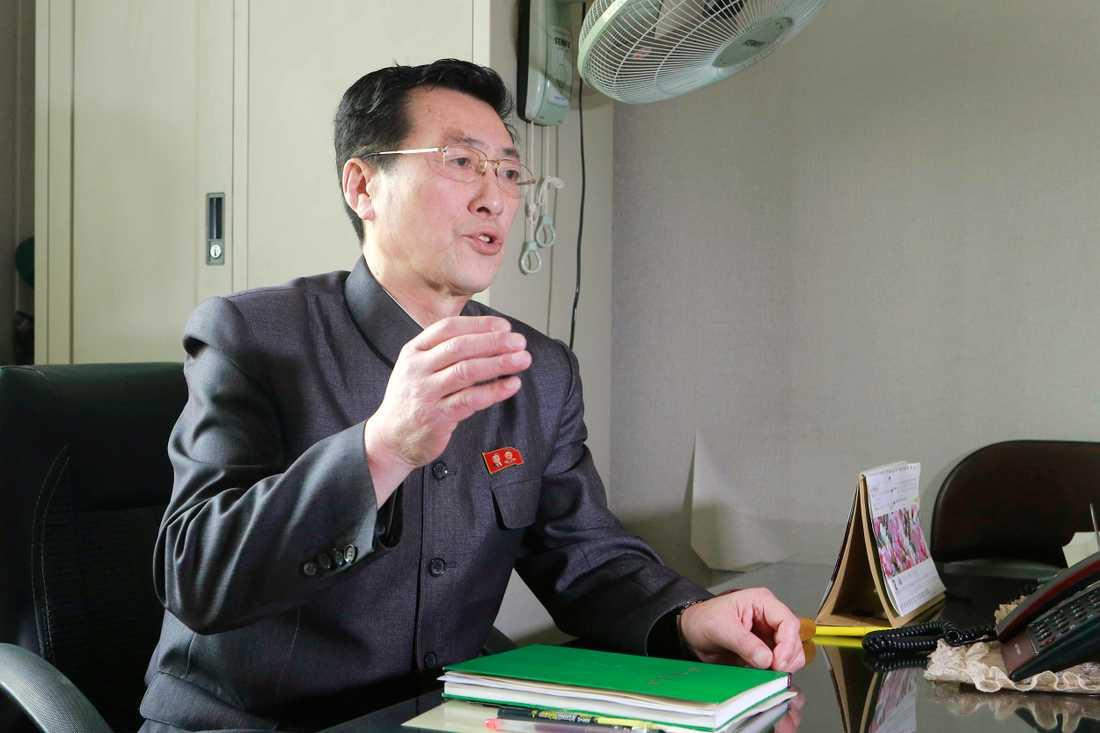 Pak Myong-Su vid Nordkoreas centrala smittskyddskontor hävdar att ingen i Nordkorea har smittats av coronaviruset.