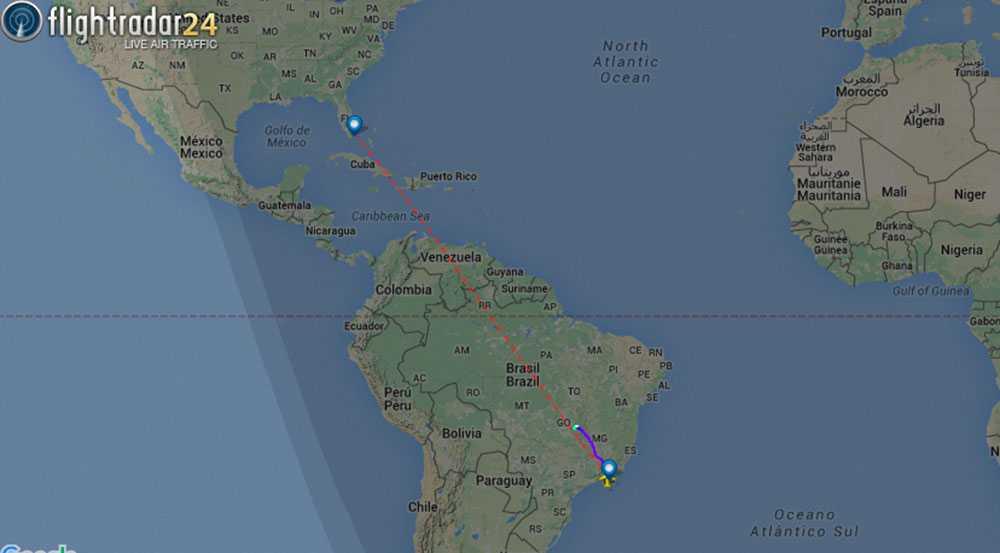 Den lila linjen visar hur planet tvingades gå ner och landa.