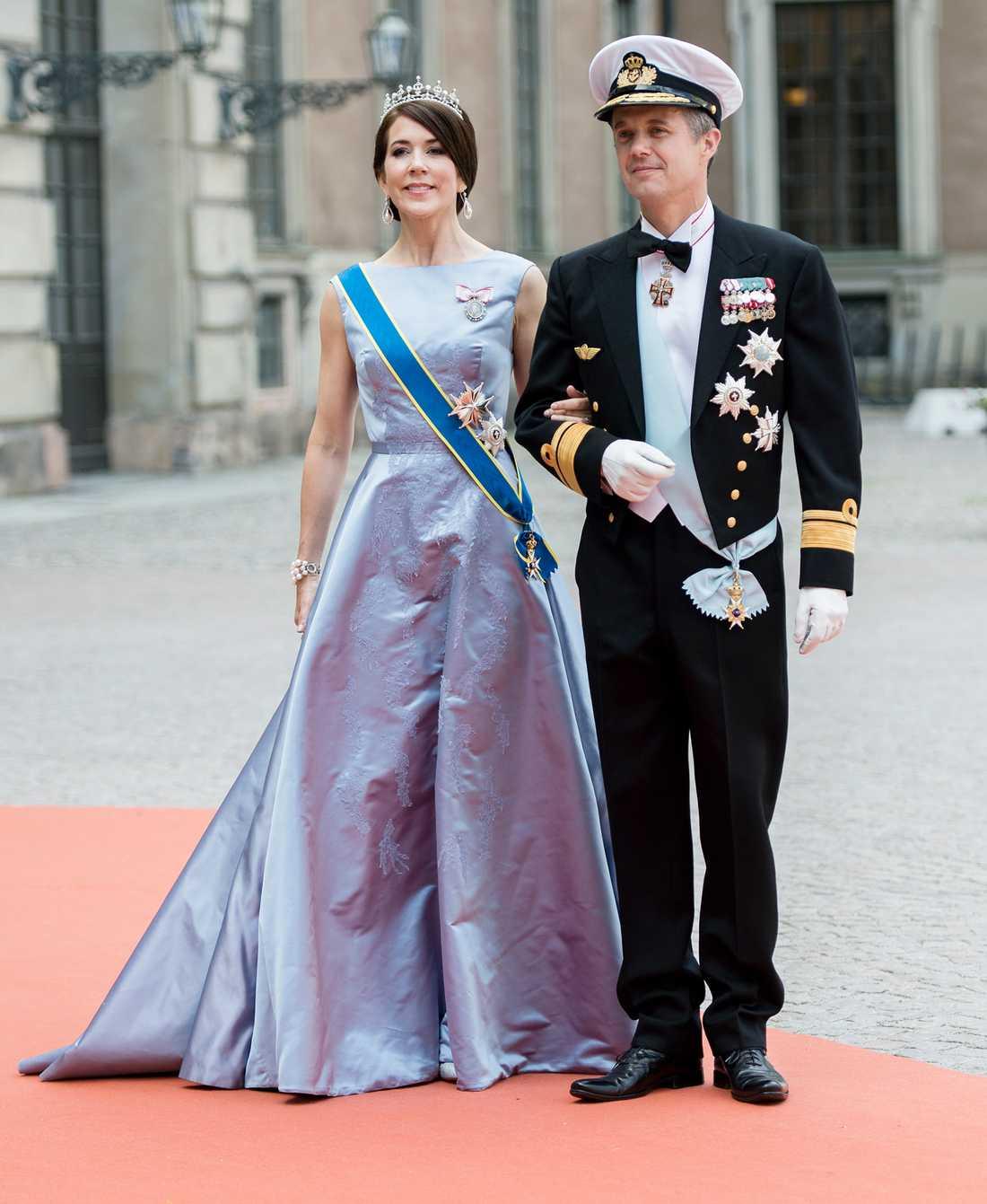 Danmarks kronprins Fredrik blir fadder. Här med hustrun Mary.