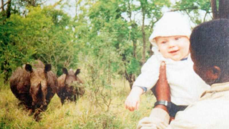 Noshörningsmöte. Temba var fem månader när den här bilden togs i Swaziland.