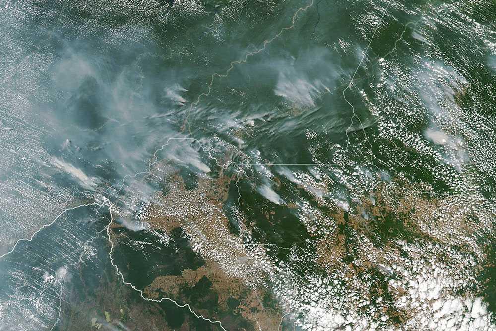 Foto från NASA visar brandhärdar i Amazonas.